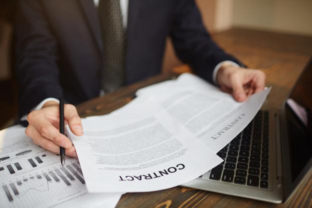 Asesor comercial revisado documentación